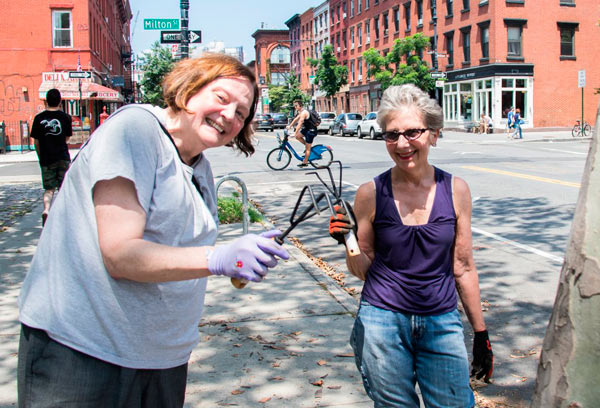 Making Greenpoint greener: Local group hosts afternoon of park beautifying, tree education
