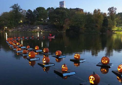Central Park S Halloween Parade Amp Pumpkin Flotilla Go
